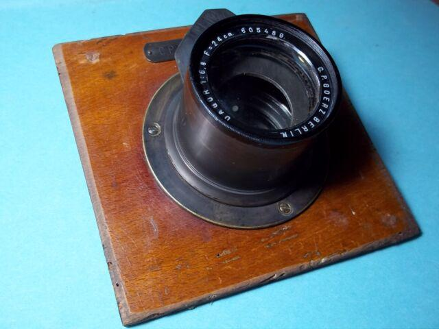 Antico obiettivo fotografico in ottone.
