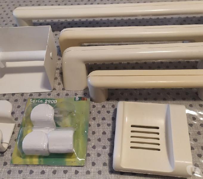 Accessori bagno: portasalviette, ganci. portasapone sesto san giovanni - casalinghi - articoli per casa e giardino