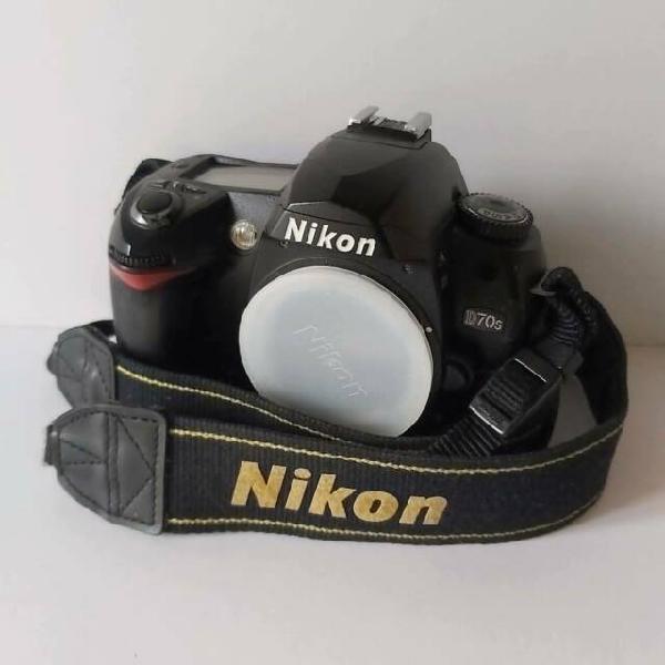 Macchina fotografica reflex nikon d70s corpo macchina