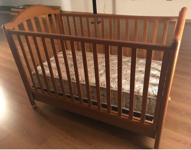 Culla bimbo in legno massello completa di materasso