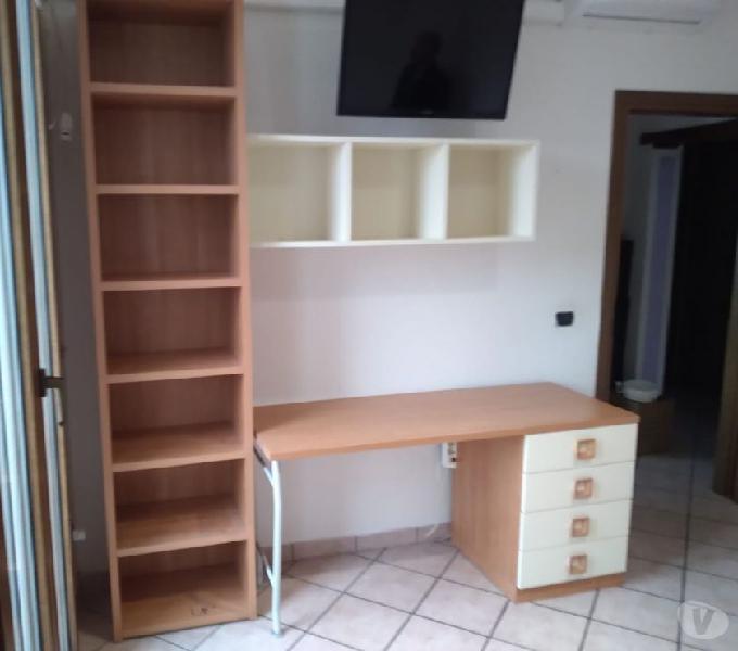 Letti singoli con scrivania e libreria in vendita tresigallo - vendita mobili usati