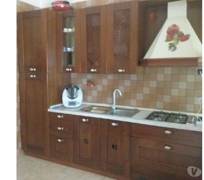 Cucina legno 4 metri completa di tutto euro 500 in vendita napoli - vendita mobili usati