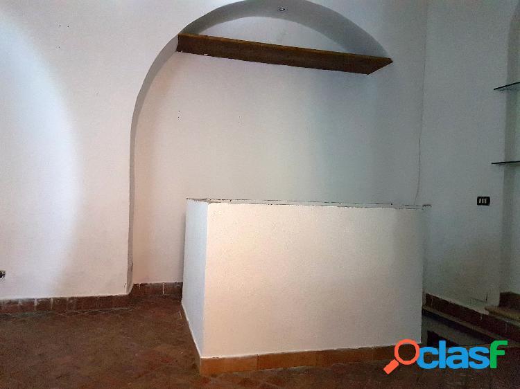 Centro storico - locale c1 11 mq € 450 ma101