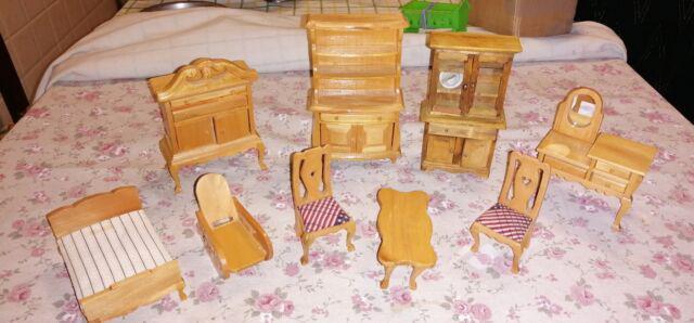 Mobili in legno casa bambole