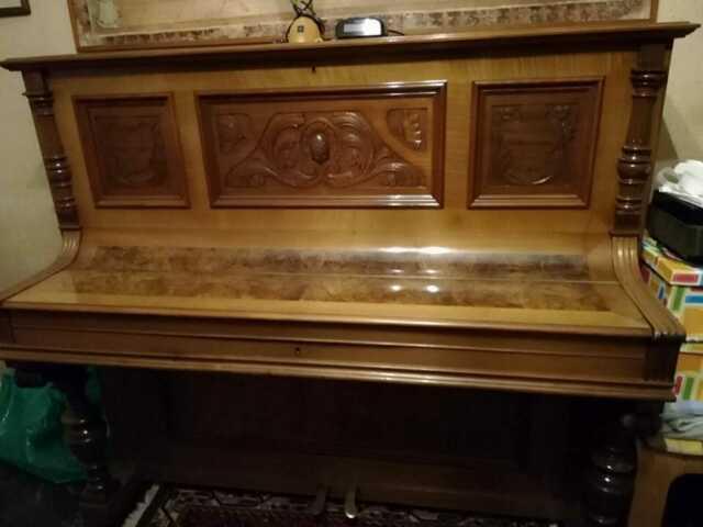 Pianoforte verticale antico