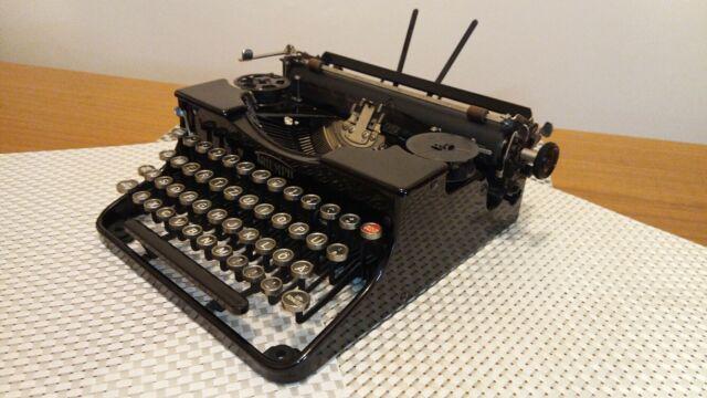"""Macchina da scrivere antica """" triumph portatile """" del 1932"""