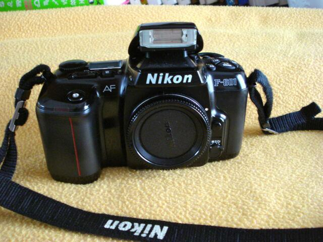 Macchina fotografica reflex nikon af f-601 a rullini