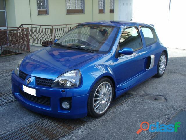 Renault Clio 3.0 V6 24V