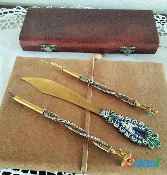 Set da scrittoio d'epoca in metallo dorato e miscromosaici , patina del tempo
