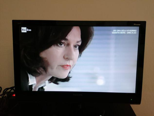 """Tv philips 23 """" full hd con piastra per attacco alla parete"""