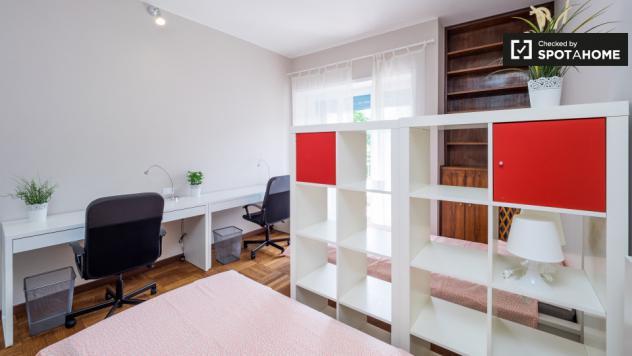 Camera condivisa in appartamento con 5 camere da letto a