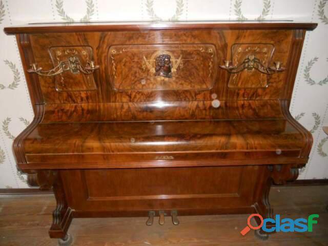 Pianoforte verticale a biella