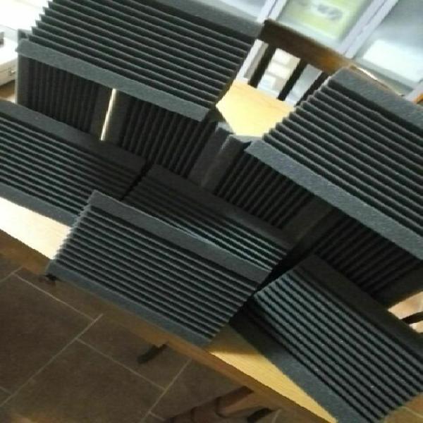 Pannelli fonoassorbenti 50x50x5 + bass trap