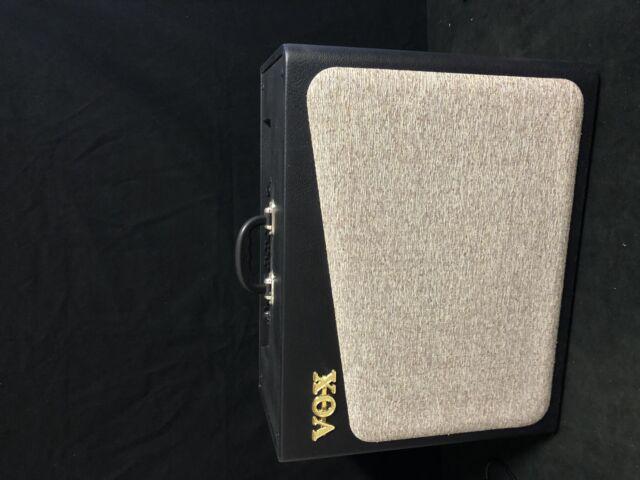 Vendo amplificatore per chitarra elettrica vox 60v