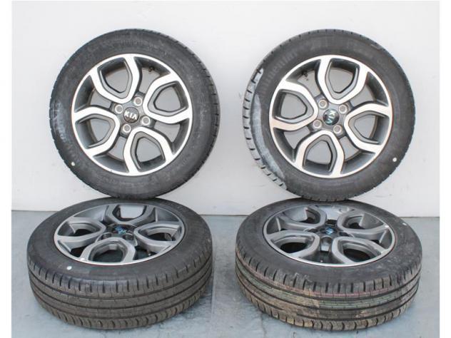 Set 4 cerchi in lega c/pneumatici continental 185/55r15 kia