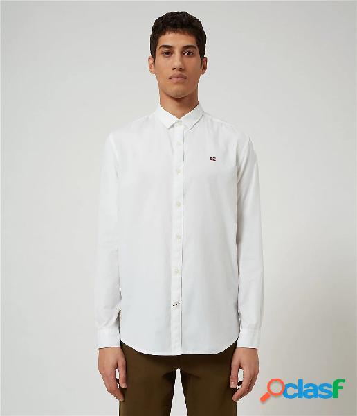 Questa classica camicia in popeline di cotone leggero è disponibile in una gamma di tonalità tinta unita e micro motivi discreti, tinta in filo