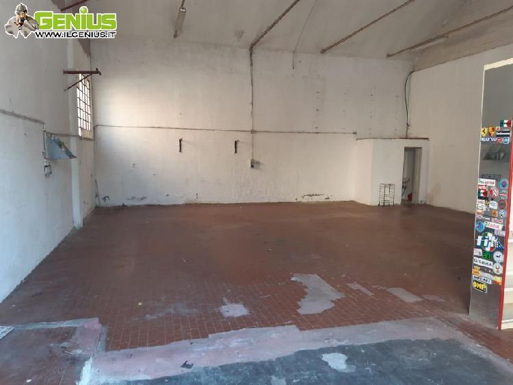 Affittasi o vendesi capannone di mq 130 + cortile recintato