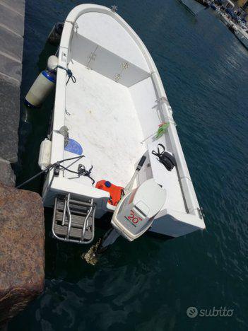 Barca open prendisole privati lancia punta licosa pesca