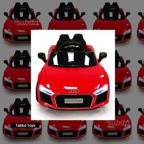 Auto macchina elettrica r8 rossa (passo piccolo)