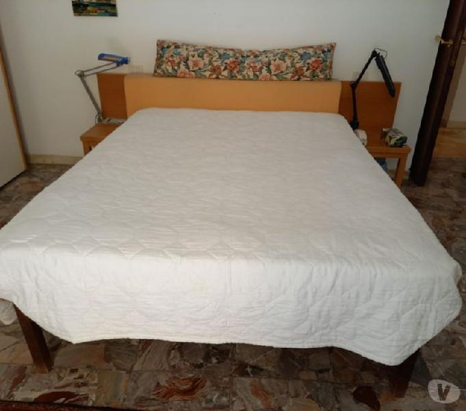 Letto matrimoniale doghe spalliera legno comodini in vendita roma - vendita mobili usati