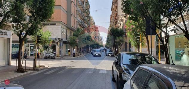 Locale commerciale di 370mq in via de rossi 31 a bari