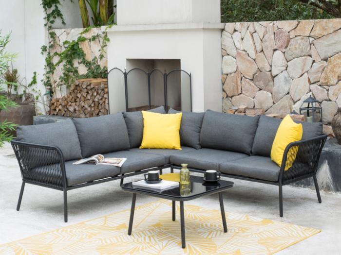 Salotto da giardino angolare: divano angolare e tavolino in
