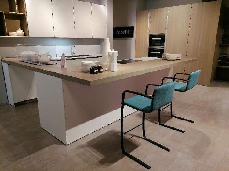 Cucina rovere chiaro moderna con penisola copat a.654 21