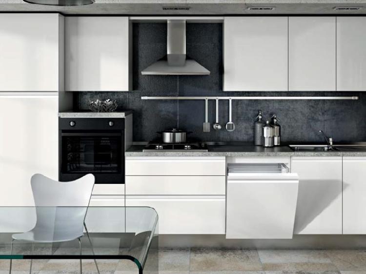 Cucina moderna laccata con gola satinata completa di