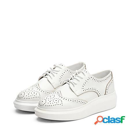 Yoins sneakers paltform con lacci intagliati a punta tonda in pelle bianca