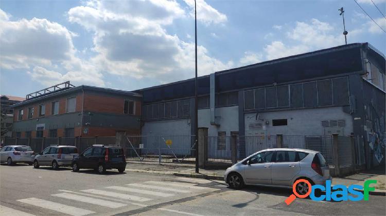 Torino, capannone di 4000 mq con piazzale esterno