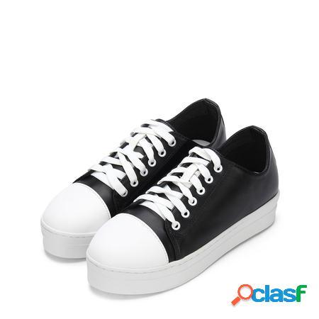 Yoins sneakers nere con lacci e punta tonda