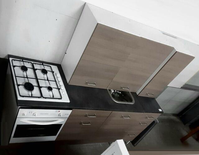 Cucina design moderno con elettrodomestici