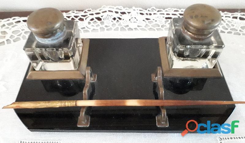 Antico calamaio primi '900 di provenienza italiana con base in vetro nero pesante modellato