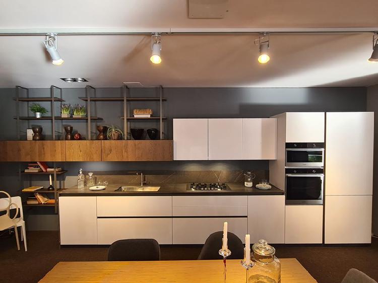 Cucina lineare in laccato opaco bianca sole a prezzo