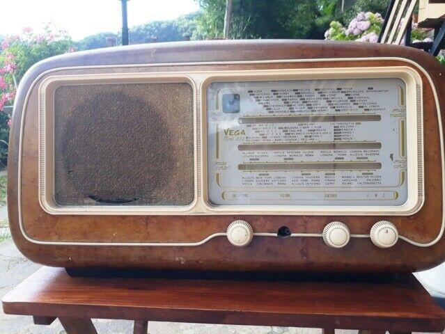 Radio D'epoca VEGA Mod.622