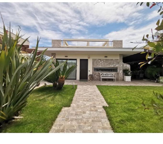 In vendita a Lecce Prestigiosa Villa con Piscina Lecce - Casa in vendita