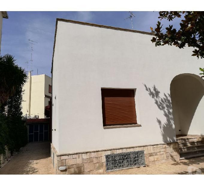 Lecce zona San Lazzaro Villa libera sui 4 lati Lecce - Casa in vendita