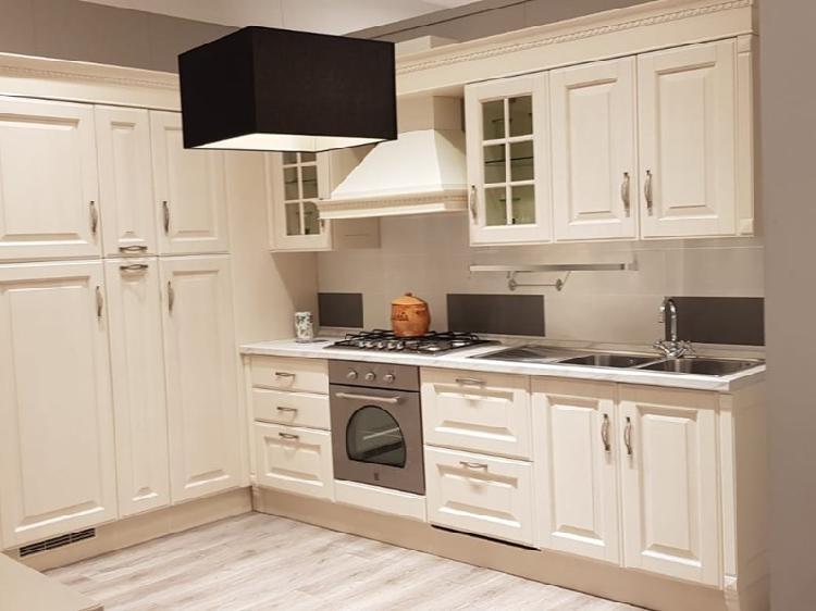 Cucina bianca classica ad angolo baltimora scavolini in