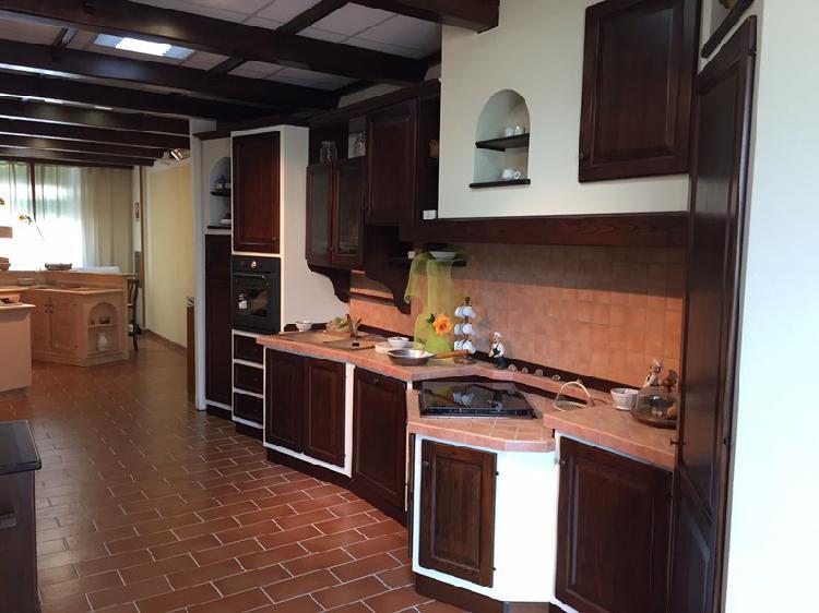Cucina lineare in legno noce paolina a prezzo ribassato