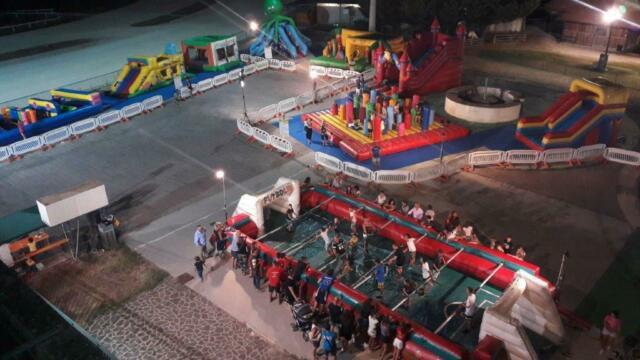 Intero parco giochi 7 gonfiabili con recinti e accessori
