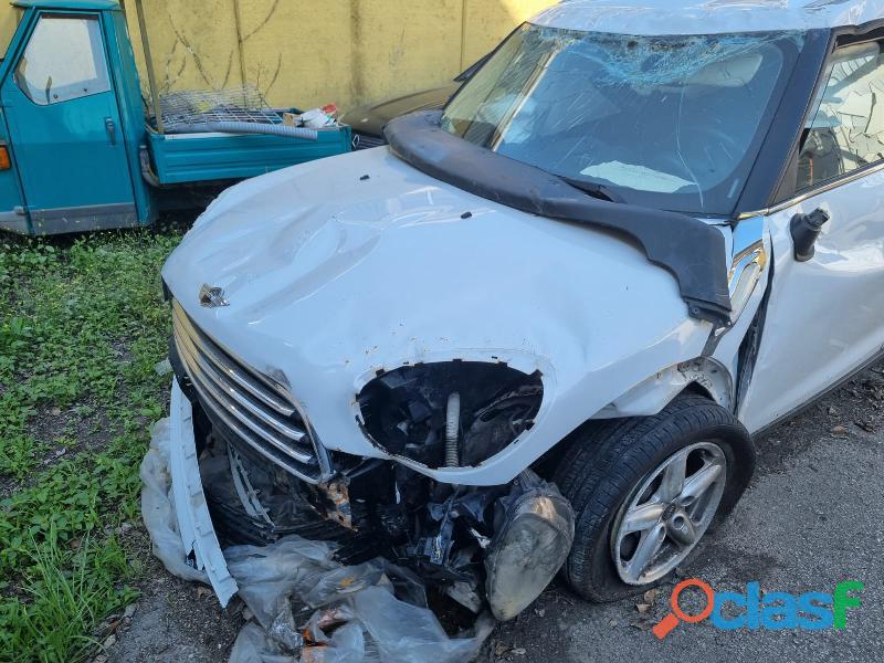 Auto incidentate t.335560958