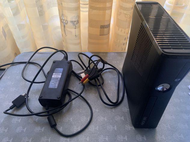 Vendo Xbox 360 4gb + controller + Kinect e giochi vari
