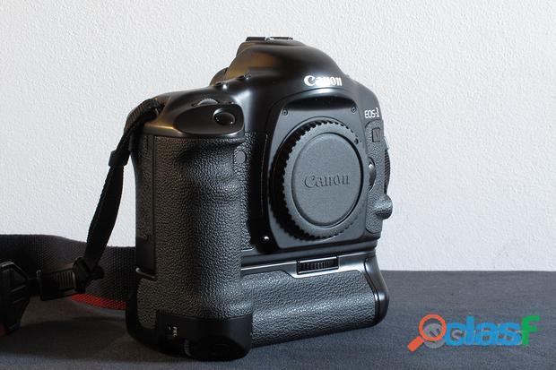 Canon EOS 1V 35mm con PB E2 Power Drive Booster Pe