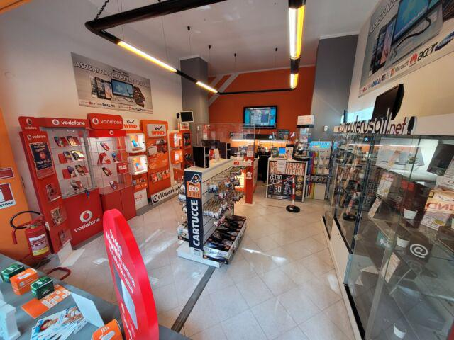 Cedesi attività: negozio di telefonia e riparazioni