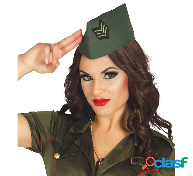 Berretto militare verde con distintivo